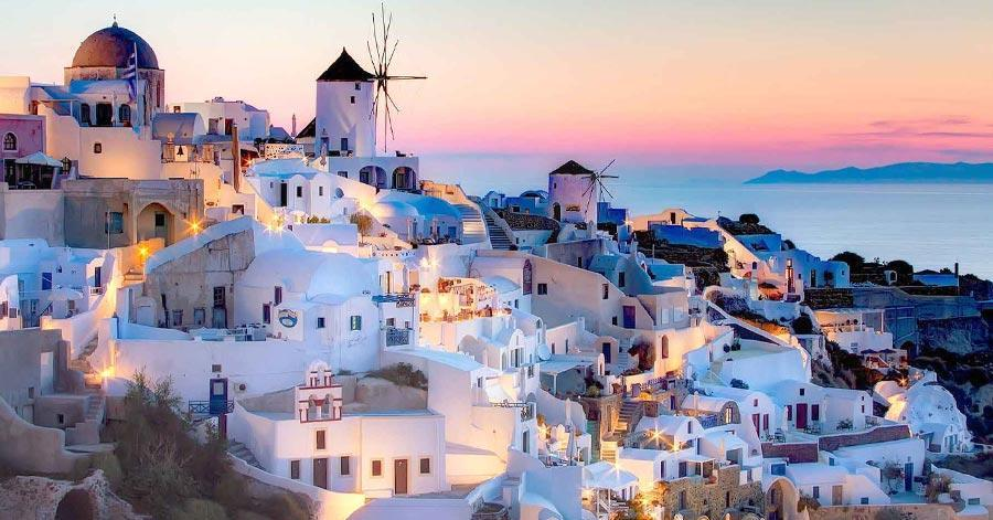 The Best 8 Things to Do in Santorini For Your Next Travel